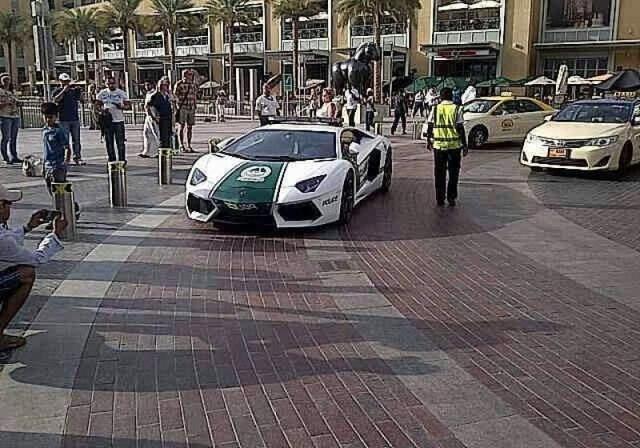 Полицейские Дубая будут ездить на суперкаре Lamborghini ...