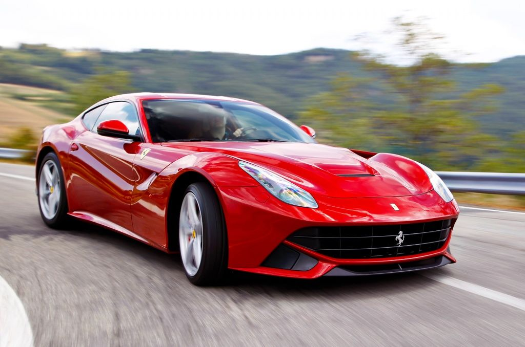 www.autosvit.net 2013-Ferrari-F12-Berlinetta-first-car-in-the-US-auctioned-for-Sandy-relief