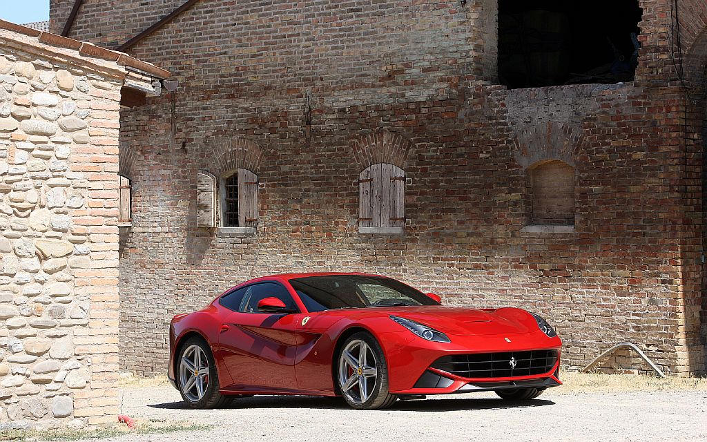 www.autosvit.net Ferrari-F12-Berlinetta-front-three-quarters-3
